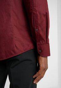 HUGO - ELISHA EXTRA SLIM FIT - Formal shirt - dark red - 3
