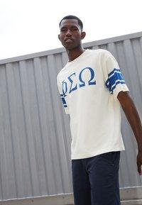 YMC You Must Create - TRIPE FRAT - Print T-shirt - ecru - 2