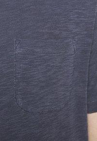 YMC You Must Create - WILD ONES POCKET - T-shirt basique - navy - 4