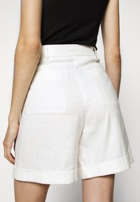 CLOSED - JANIE - Shorts - ivory - 3