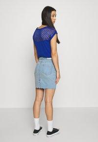 ONLY - ONLFAN SKIRT RAW EDGE  - Denim skirt - light blue denim - 2
