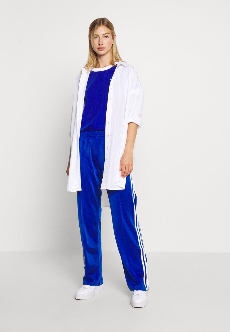 exótico facil de manejar calcio  adidas Originals FIREBIRD - Tracksuit bottoms - team royal blue/royal blue  - Zalando.co.uk