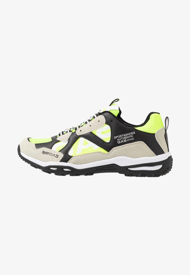 WISTOON - Matalavartiset tennarit - white/neon yellow