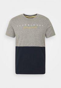 Jack & Jones - JORSTATION - T-shirt imprimé - light grey melange - 3