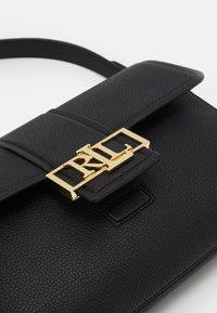 Lauren Ralph Lauren - SPENCER SHOULDER MEDIUM - Across body bag - black - 3