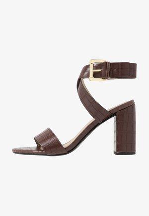 ADRIANNA - Højhælede sandaletter / Højhælede sandaler - brown