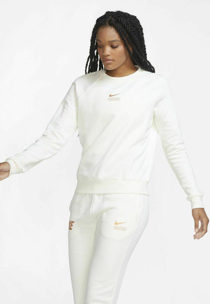 Nike Sportswear - Sudadera - sail/metallic copper
