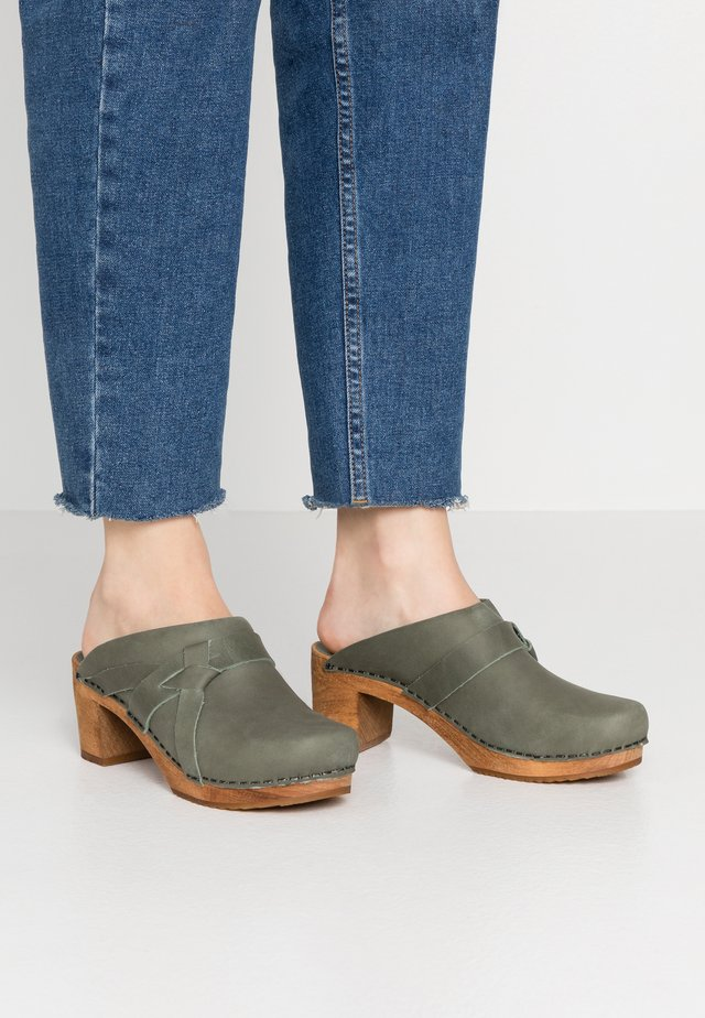 MANUELLA SQUARE OPEN - Clogs - khaki
