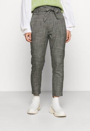 VMEVA PAPERBAG AMY PANT - Trousers - black