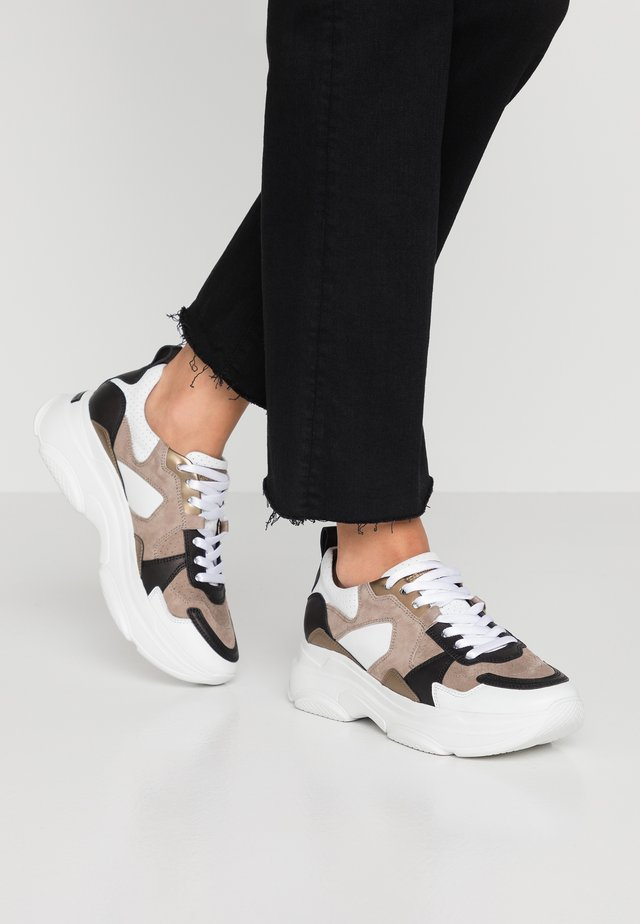 Trainers - bianco/taupe/gold