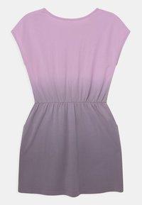 Cotton On - SIGRID SHORT SLEEVE - Žerzejové šaty - pale violet/dusk purple - 1