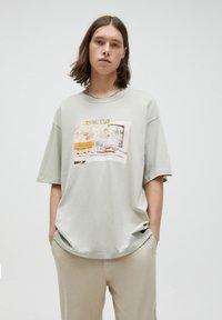 PULL&BEAR - Print T-shirt - green - 0