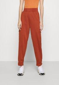 Nike Sportswear - W NSW SWSH - Trousers - firewood orange - 0