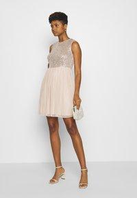 Vero Moda - VMMADDIE SHORT DRESS - Vestido de cóctel - off white - 1