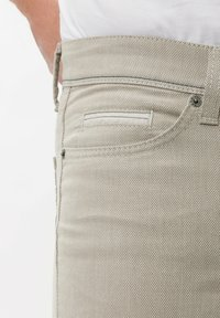 BRAX - STYLE CADIZ SQ - Pantalon classique - beige - 6