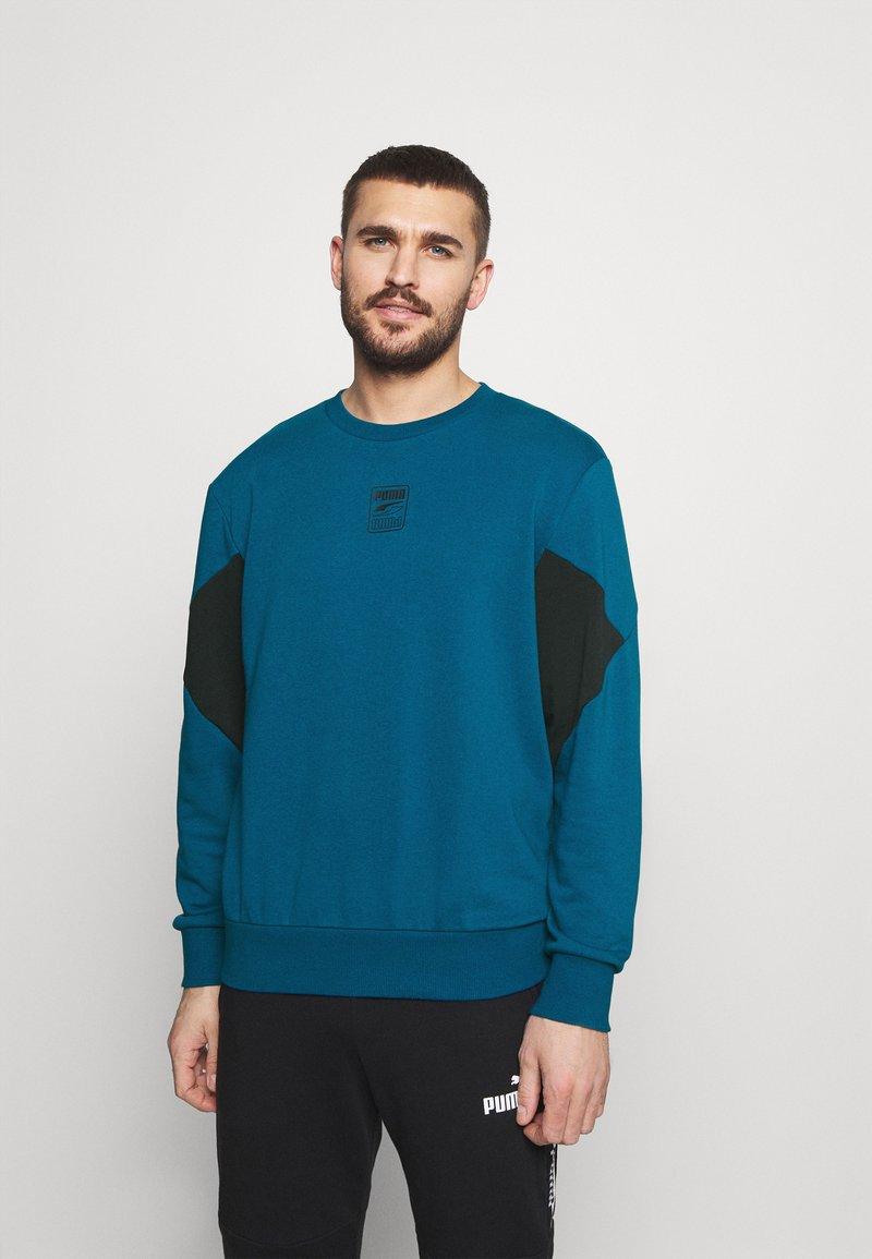 Puma - REBEL CREW SMALL LOGO - Sweatshirt - digi blue