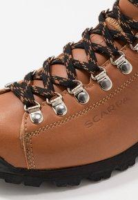 Scarpa - PRIMITIVE UNISEX - Hiking shoes - cognac - 6
