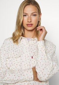 Levi's® - OLSEN UTILITY - Button-down blouse - off-white - 3