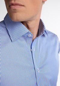 Eterna - SLIM FIT - Formal shirt - hellblau/weiß - 2