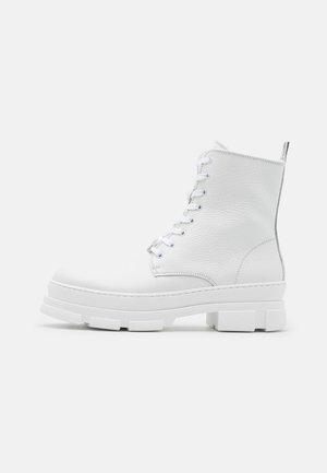 WARRICK - Veterboots - white