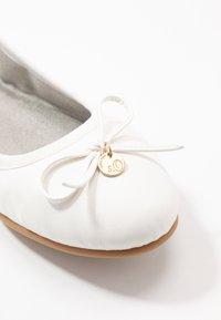 s.Oliver - Ballet pumps - white - 2