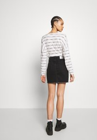 ONLY - ONLSKY SKIRT RAW EDGE - Farkkuhame - black - 2