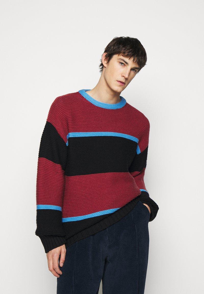 Paul Smith - GENTS CREW NECK - Jumper - dark red/black/blue