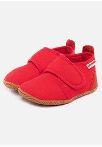 Giesswein - STRASS - Domácí obuv - red - 2