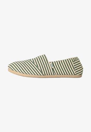 CLASSIC SURFY - Loaferit/pistokkaat - green