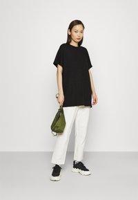 Monki - Camiseta estampada - black - 1
