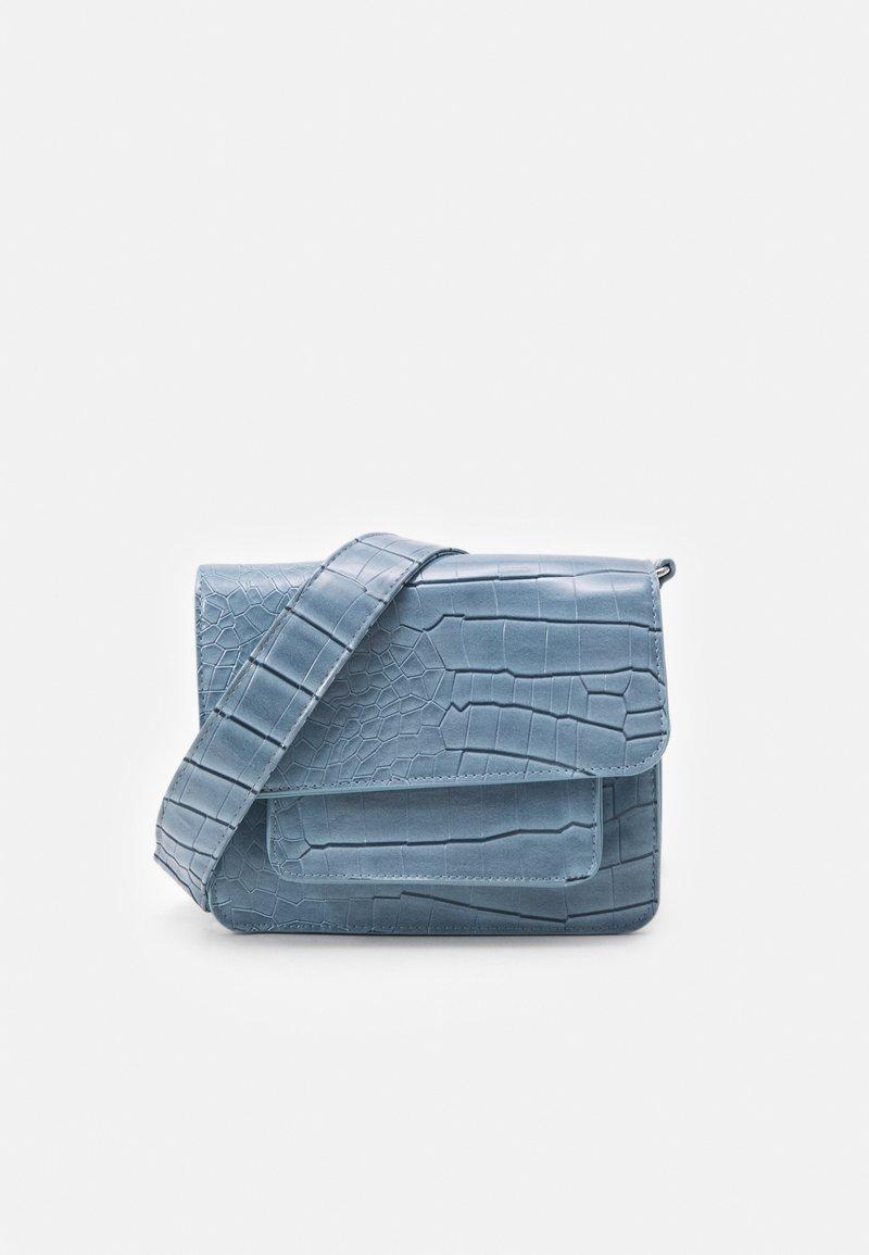 HVISK - CAYMAN POCKET - Olkalaukku - dusty blue