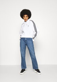 adidas Originals - SHORT HOODIE - Hoodie - white - 1