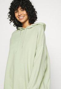 Monki - BAE HOODIE UNIQUE - Hoodie - green - 4