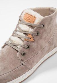 HUB - SUBWAY - Sneakers hoog - dark taupe/bone - 2