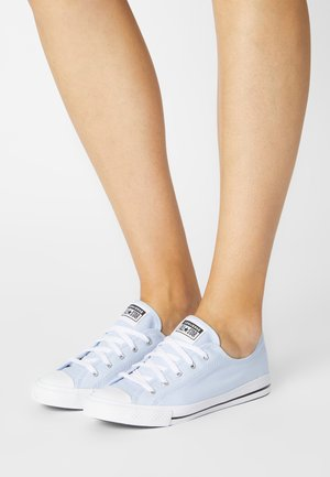 CHUCK TAYLOR ALL STAR DAINTY SUMMER - Sneakersy niskie - chambray blue/black/white