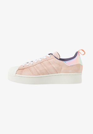 ADIDAS ORIGINALS  X GIRLS ARE AWESOME SUPERSTAR BOLD - Sneaker low - footwear white/signal coral/iced pink