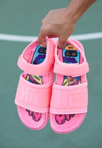 adidas Originals - PW ADILETTE  2.0  - Sandaalit nilkkaremmillä - hyper pop - 7