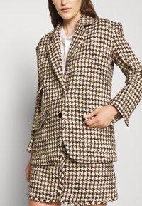 sandro - Short coat - marron/beige - 5