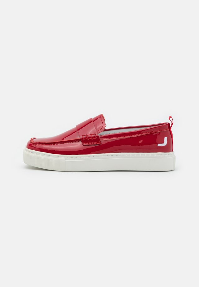 SQUARED LOAFER - Slip-ons - red
