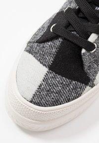 Madden Girl - CHUCKLE - Baskets montantes - black/white - 2
