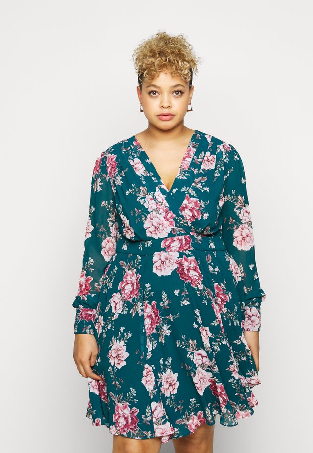 FREYA PLEAT MINICURVE SKATER DRESS - Vapaa-ajan mekko - emerald garden