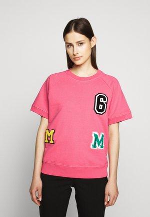 PATCH - Print T-shirt - barbie pink
