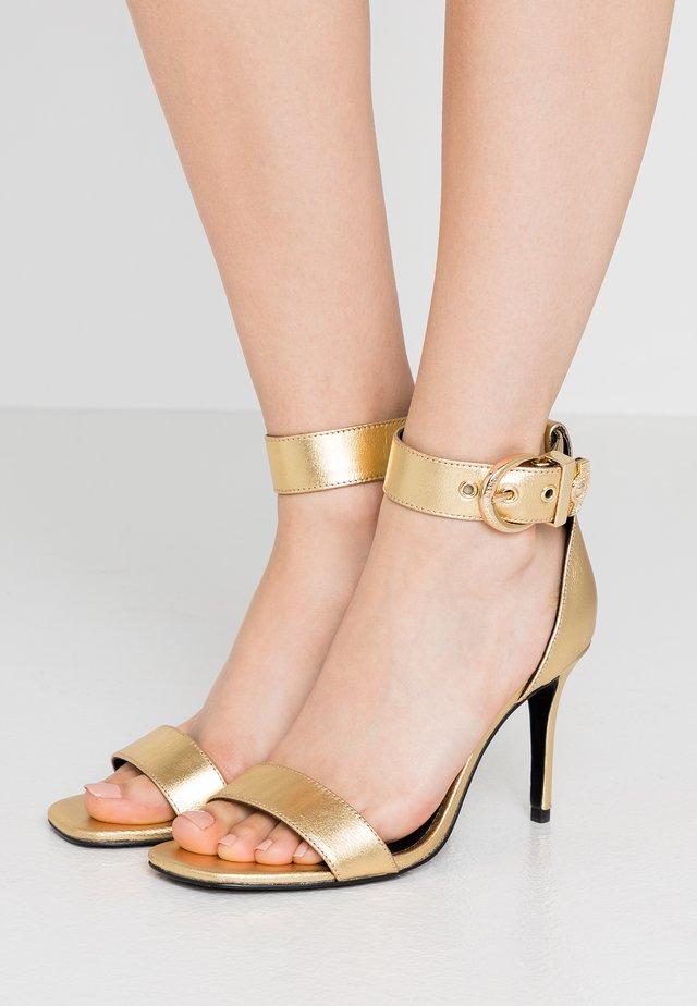Sandalias de tacón - oro