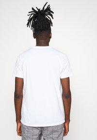 Hollister Co. - FLORAL POCKET ASIA  - Print T-shirt - white - 2