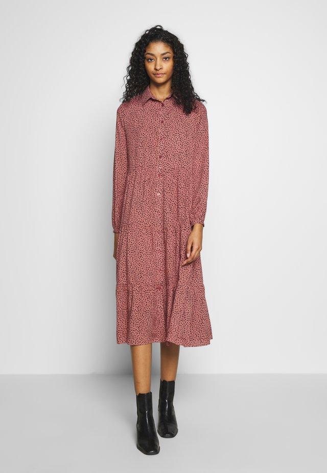 MAGGIE MAE TIER MIDI SHIRT DRESS - Abito a camicia - pink