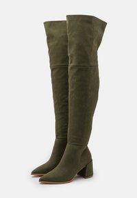 Missguided - LOW BLOCK HEEL BOOTS - Overknee laarzen - olive - 2