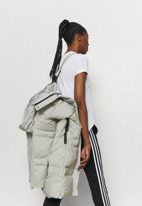 adidas Performance - MYSHELTER URBAN COLD - Doudoune - metgry/white - 4