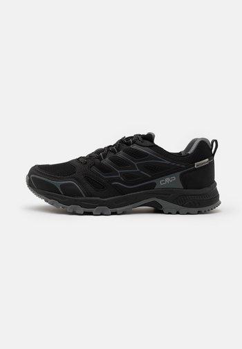 ZANIAH SHOE WP - Chaussures de running - nero