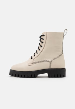 BILLIE - Lace-up ankle boots - milk