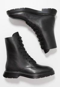 Stuart Weitzman - MACKENZIE - Šněrovací kotníkové boty - black - 2